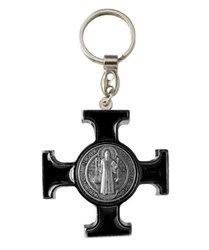 Metalowy brelok z krzyżem Benedyktyńskim z wypełnieniem w kolorze czarnym